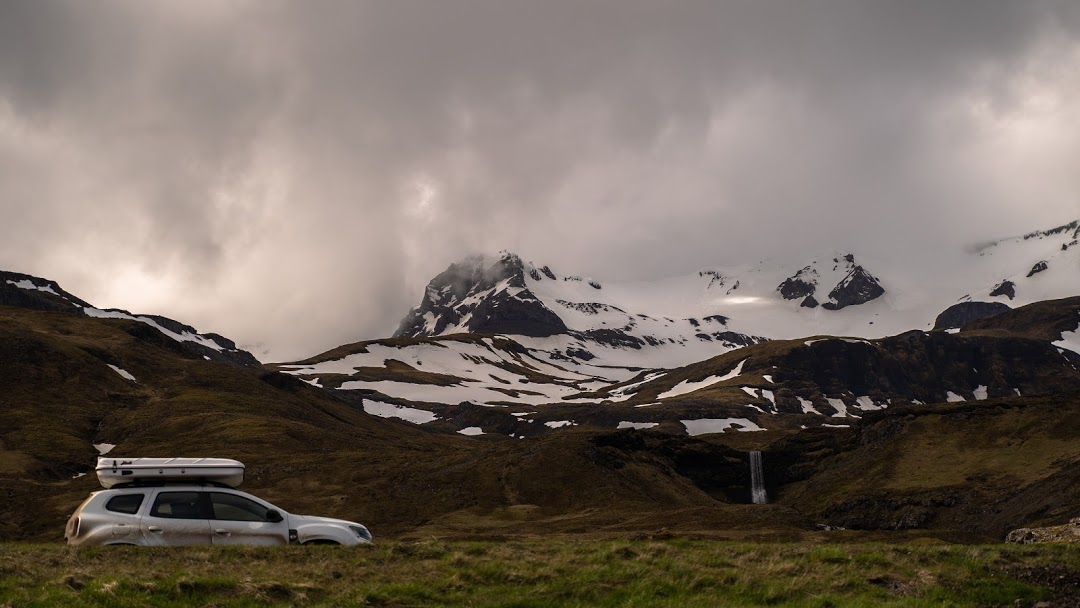 Dacia Duster with a roof top tent in Iceland